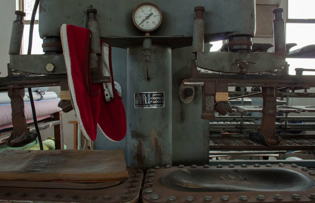 friulane scarpe bespoke seta cotone jeans velluto milano